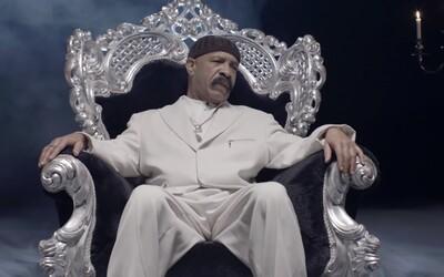 Drakeův otec v novém videoklipu ke své čerstvé skladbě dokazuje, že hudební talent se v jejich rodině nezapře