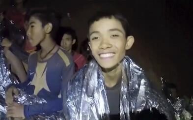 Drama s fotbalisty uvězněnými v thajské jeskyni se dočká filmového zpracování. Štáb sbíral informace přímo během zachraňování dětí