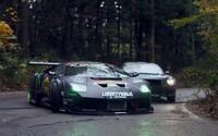 Driftovací súboj ako hrom. Upravený Mustang sa postavil Lamborghini a víťaz sa rodil len ťažko