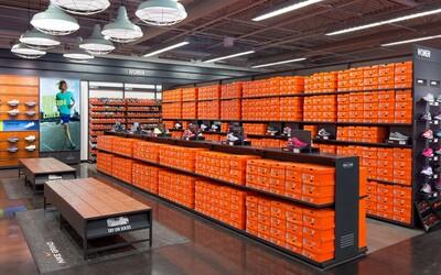 Drogově závislý muž ukradl z kamenné prodejny Nike neuvěřitelných 800 párů tenisek