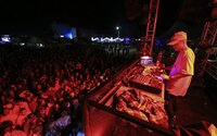 Druhý víkend ilegálnych párty s Dalybom sa konal v Piešťanoch a v Košiciach. Prišli aj policajti