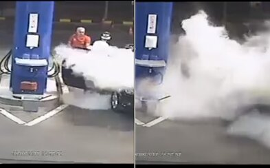 Drzý zákazník si zapálil cigaretu priamo na benzínke. Keď ju nezhasol ani po výzve, zamestnanec ho postriekal hasiacim prístrojom