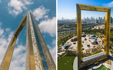 Dubaj už neví, co vymyslet. Ve městě vyrostl gigantický rám za miliardu korun