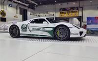 Dubajská polícia nenechala na seba dlho čakať a svoju bohatú vozovú zbierku rozširuje už aj o Porsche 918 Spyder