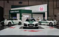 Dubajská polícia opať zbrojí: R8, GT-R a SL 63 AMG