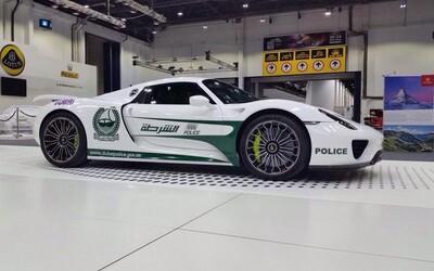 Dubajská policie na sebe nenechala dlouho čekat a svou bohatou vozovou sbírku rozšiřuje už i o Porsche 918 Spyder