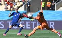 Dúbravka najprv chytil penaltu, potom si dal vlastný gól. Po prvom polčase Slovensko prehráva so Španielskom 0 : 2