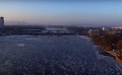 Dunaj zamrzol! Kvôli nízkym teplotám získala Viedeň obrovské klzisko