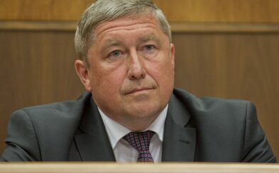 Dušanovi Kováčikovi chodí plat, aj keď je vo väzbe a už nie je špeciálnym prokurátorom. Ročne zarobil aj 100-tisíc eur