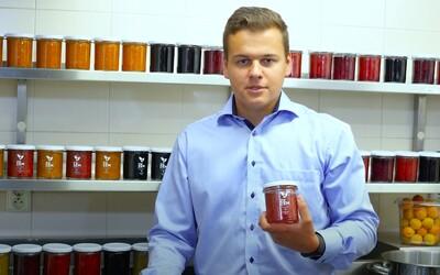 Dva mladí Češi vyrábí džemy s tradicí od První republiky. Každy kus ovoce nám projde rukama, tvrdí