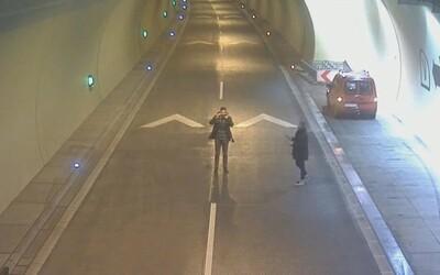Dvaja Slováci riskovali život kvôli selfie. V tuneli odstavili auto a vbehli priamo do stredu diaľnice