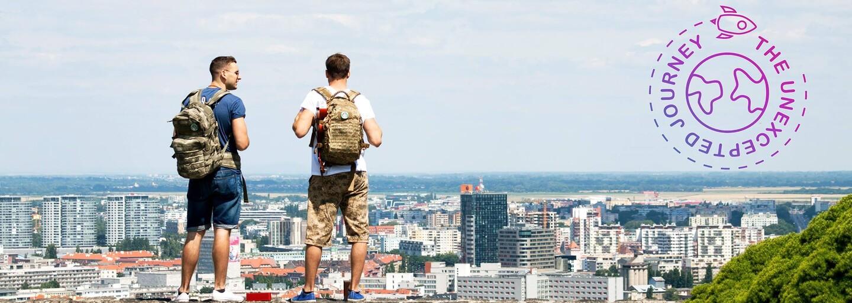 Dvaja Slováci sa zbalili a vybrali stopom na opačnú stranu Európy. Aké zážitky majú zo svojich ciest? (Rozhovor)