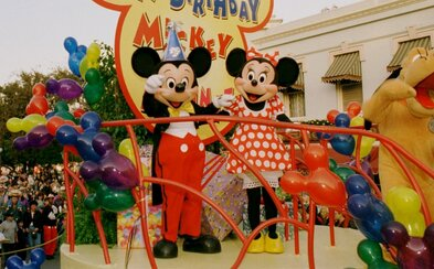 Dvaja zamestnanci Disneylandu boli zatknutí, našli u nich detskú pornografiu