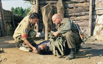 Dvaja znepriatelení vojaci uväznení v zákope hľadajú cestu, ako sa dostať domov zo zeme nikoho