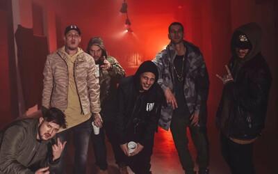 Dvě největší bratislavská rapová uskupení se nikoho nebojí. H16 a DMS rapují v novém klipu první ligu