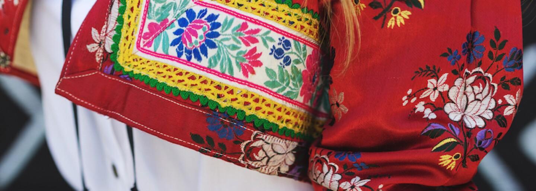 Dve slovenské značky vytvorili spoločnú kolekciu aj napriek svojej odlišnosti. Moderná a tradičná móda tak dosiahla vkusný prienik