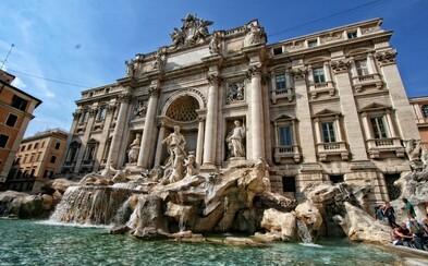 Dvě turistiky se začaly prát před římskou fontánou kvůli selfie. Chtěly si udělat fotku na stejném místě