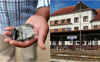Dvoch Slovákov počas zákazu vychádzania zadržali na vlakovej stanici. Mali pri sebe marihuanu, testy na covid nie