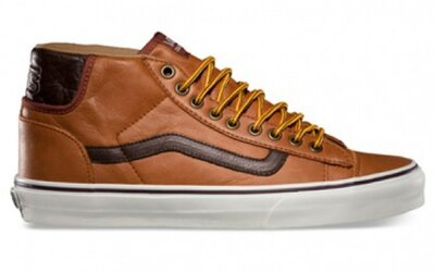 Dvojica jesenných Vans Mid Skool v štýle pracovných topánok