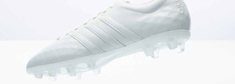 Dvojica limitovaných ekologických kopačiek od adidas vyniká dokonalým minimalistickým vzhľadom