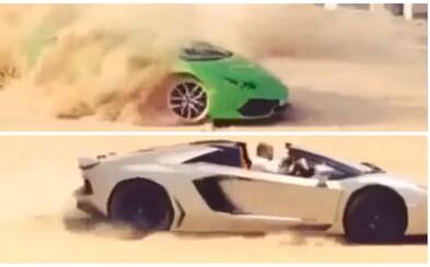 Dvojica státisícových Lamborghini driftuje v piesku alebo keď bohatí nevedia čo od rozkoše