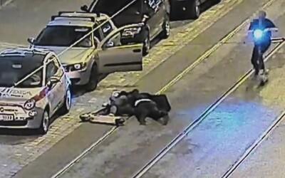 Dvojice mužů se v centru Prahy rozsekala na elektrokoloběžce Lime