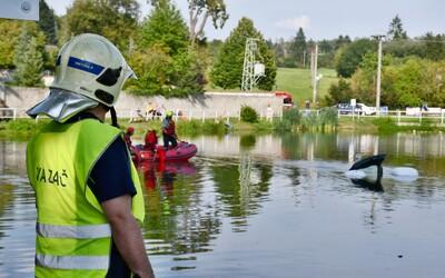 Dvojice z Moravy páskou omotala fenu a utopila ji v řece. Tělo v pytli objevily děti