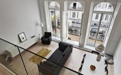 Dvojpodlažný apartmán plný minimalizmu v centre Londýna