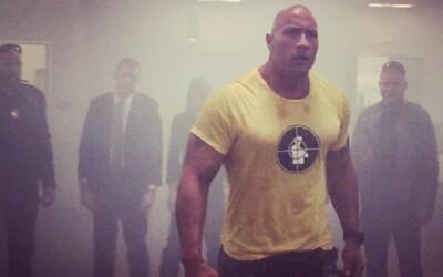 Dwayne Johnson a jeho nová komédia na prvom zábere, rozosmeje nás The Rock?