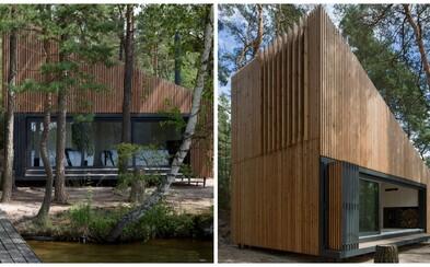 Dychberúca chata na brehu jazera z Českej republiky, ktorá sa vyznačuje modernou a jednoduchosťou