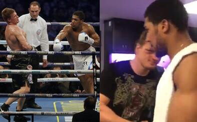 Džentlmen Anthony Joshua šiel po knockoute poďakovať Povetkinovi za súboj, hneď získal aj pozvanie do Ruska