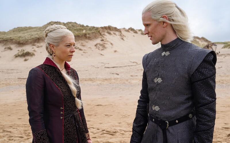 HBO ukázalo první obrázky z prequelu Game of Thrones s názvem House of the Dragon. Poznáme v něm historii Targaryenů.