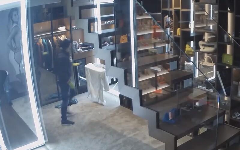 Video z vlámačky do bytu Cibulkovej. Polícia sa pýta, kto pozná zlodejov.