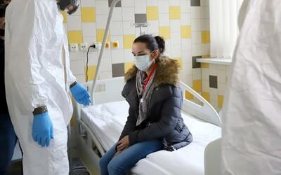 V Česku má koronavirus 2 422 lidí.