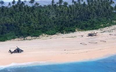 Stroskotanci v Mikronézii sa zachránili ťahom ako z filmu. Na pláži vytvorili veľký nápis SOS.