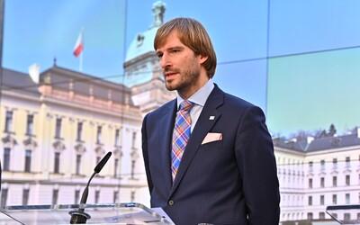 Přesně před rokem byly v Česku potvrzeny první případy koronaviru. Připomeň si výstup bývalého ministra Vojtěcha.