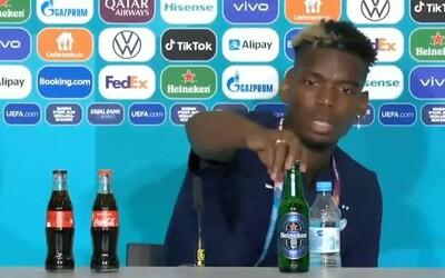 Pogba během tiskové konference sundal ze stolu lahev Heinekenu. Zřejmě kvůli vyznání.