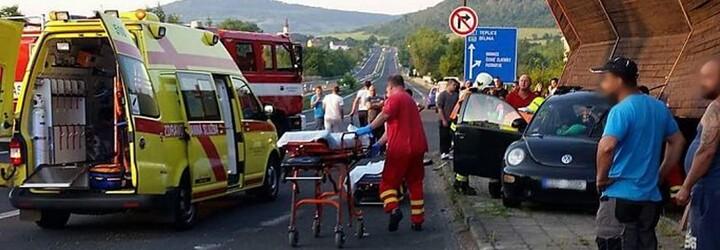 Mladé Češky streamovali svoju jazdu autom vo vysokej rýchlosti. Havarovali, jedna z nich nehodu neprežila