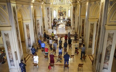 Frankfurt je novým německým epicentrem nákazy. Po bohoslužbě v kostele se koronavirem nakazilo 107 lidí.