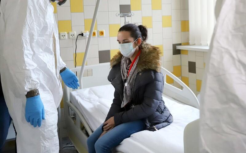 Další 3 mrtví: Česko hlásí už 4 362 pacientů s Covid-19 a 59 obětí.