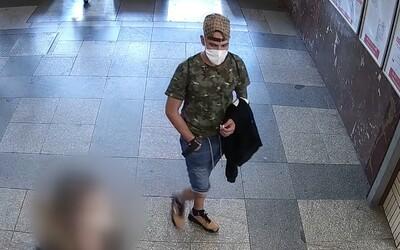 Mladík na nádraží v Praze masturboval před teenagerkou, načež ji sexuálně napadl. Policie po něm vyhlásila pátrání.