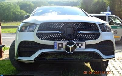 Opitý Poliak na luxusnom mercedese havaroval pri Prešove. Vybuchol mu airbag, ale aj tak pokračoval v jazde.