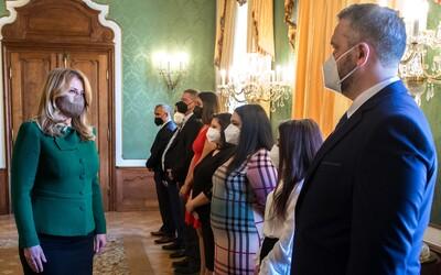 Prezidentka prijala Rómky a Rómov z prvej línie boja proti pandémii. Paľikerav, poďakovala im po rómsky za ich prácu.