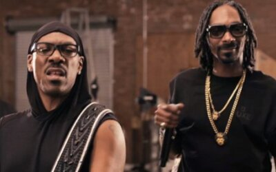 Eddie Murphy a Snoop Lion s videom na ich skladbu Red Light