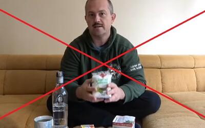 """Kotleba sa sťažuje: Facebook mu zmazal video o """"liečení"""" Covidu-19 vodkou."""