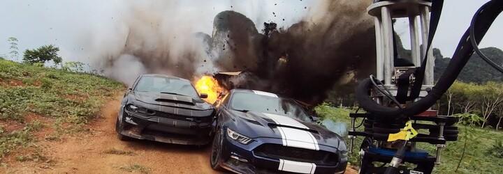 Pro Rychle a zběsile 9 natočili skutečná vybuchující auta a další šílené kaskadérské kousky. Sleduj skvělé video z natáčení