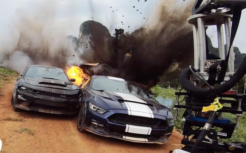 Pro Rychle a zběsile 9 natočili skutečná vybuchující auta a další šílené kaskadérské kousky. Sleduj skvělé video z natáčení.