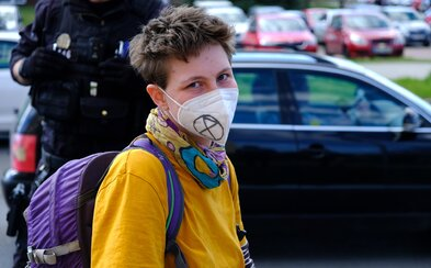 Ekoaktivistko Alžběto se posadilo do silnice, protože je zděšeno, jak moc ignorujeme klimatickou krizi (Rozhovor)