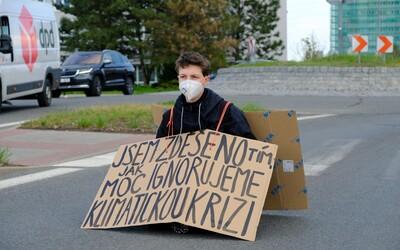 Ekoaktivistko Alžbeto zablokovalo cestu, pretože je zdesené z toho, ako ignorujeme klimatickú krízu (Rozhovor)