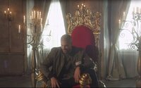 Ektor rapuje z trůnu a zároveň v nejnovějším singlu prozrazuje, že se dočkáme alba Detektor II!